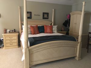King canopy bedroom set for Sale in Bristow, VA