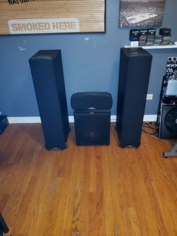 Klipsch Synergy F1 (Includes R-12SW Sub and center speakeaker) for Sale in Chicago,  IL