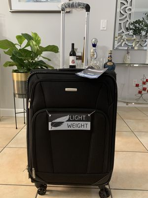 """NEW BEAUTIFUL SAMSONITE 24"""" LUGGAGE MSRP $149 10-YEAR WARRANTY 360 SPINNER WHEELS for Sale in Miami, FL"""