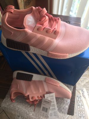 ADIDAS RUNNER NMD PK for Sale in Compton, CA