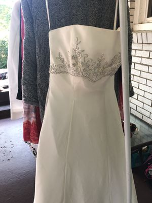 Wedding dress, off white, size 7 petite for Sale in Hendersonville, TN