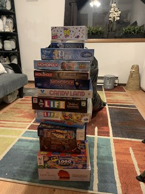 Board games!!! Monopoly, Guess Who, Candy Land, Cinderella Pretty Pretty Princess for Sale in Elmwood Park, IL