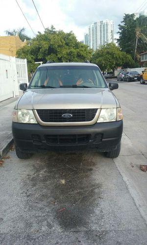 Ford Explorer 2002 muy buena y económica lista para trabajar pocas millas originales for Sale in Key Biscayne, FL