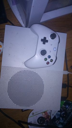 Xbox one s 1tb good condition for Sale in Waterbury, CT