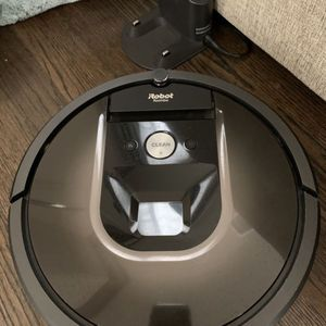 iRobot Roomba 980 Wi-Fi Connected Vacuuming Robot for Sale in Glendale, CA