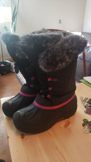Like new! Girls size 5 winter boots faux fur fleece lined for Sale in Denver, CO