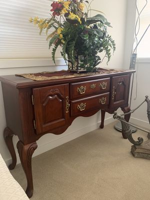 Dinning room table (No cashier's check. Cash only and local pick up only) for Sale in Seattle, WA