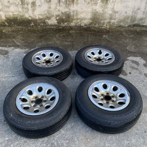 GMC/Chevy Stock Wheels 17s for Sale in Charlotte, NC