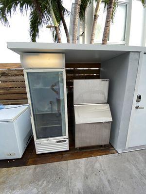 Glass Freezer - Single Door w/LED Light for Sale in Miami, FL