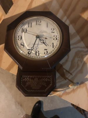 Vintage clock for Sale in Columbus, OH