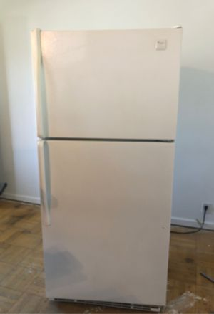 Whirlpool Refrigerator for Sale in Saint Charles, MO