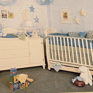 Nursery Crib & Dresser Set - Bellini Baby for Sale in Rancho Santa Fe, CA