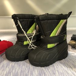 New Toddler Snow Boots Size 6 for Sale in Hawthorne,  CA