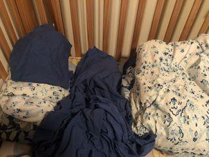 QUEEN COMFORTER BED SET for Sale in Everett, WA