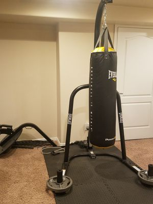 Everlast Heavy bag w/stand & speed bag for Sale in Sandy, UT