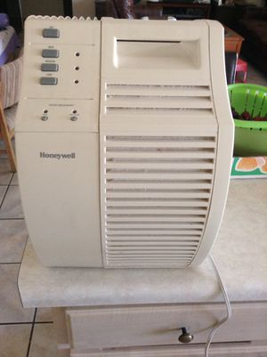 Honeywell 17000 QuietCare Air Purifier With Pre-Filter 168 sq ft Coverage like new don't used much made in USA for Sale in Glendale, AZ