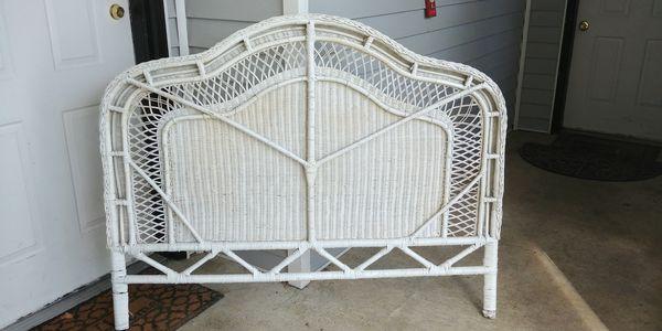 Headboard Queen White Wicker Free For Sale In Everett Wa