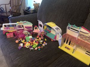 Whole bunch of shopkins for Sale in Ravenna, OH