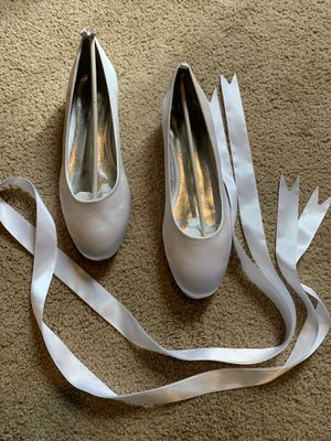 White wedding dress shoes size 9 1/2 (euro 42) with ribbon for Sale in Bridgeville, PA