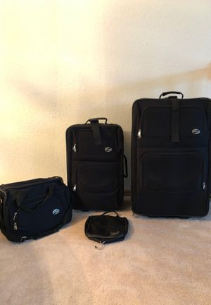 American Tourister 4 Piece Luggage Set for Sale in Everett, WA