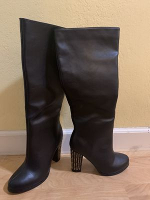 Black boots with gold accent for Sale in San Jose, CA