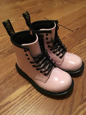 """Little girl size """"8"""" (DR,marten) for Sale in New York, NY"""