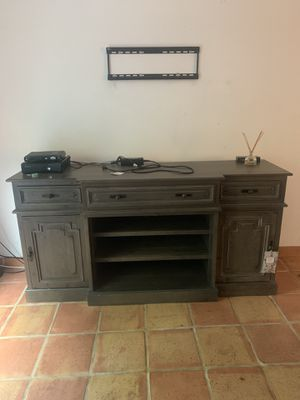 Wood TV stand with changing doors for Sale in Fort Lauderdale, FL