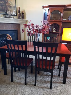 Beautiful Cherry/Black Dining Set $600 for Sale in LaGrange, OH