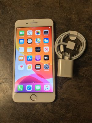 iPhone 8 unlocked for all carriers for Sale in Des Moines, WA