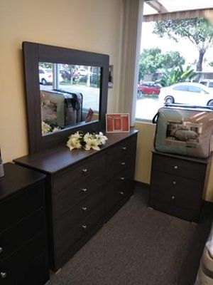 Brand new 8 drawer dresser with mirror for Sale in Los Angeles, CA