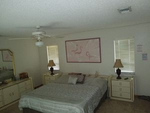 Gorgeous Bedroom Matching Furniture Set!!! Quality Furniture, Very Heavy wooden pieces for Sale in Miami, FL