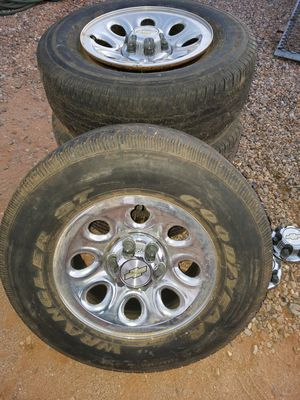 """17"""" rims, and hub caps for Sale in Hereford, AZ"""