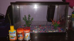 29 gallon fish tank/aquarium. Not even a year old, comes with decor fish food and water clarifier. Paid over $200 for everything. for Sale in Columbus, OH