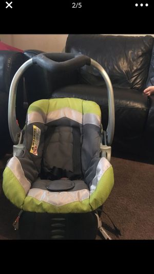 Car seat with the base for infants in excellent condition for Sale in Cinnaminson, NJ