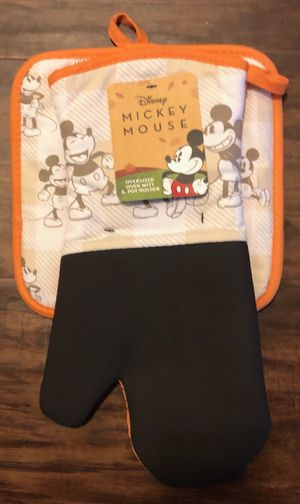 Mickey Mouse oversized oven mitt and pot holder for Sale in Riverside, CA