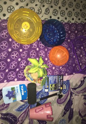 Purses,fish and hamster supplies for Sale in Murrieta, CA