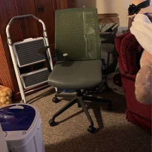Office Chair , Green , Adjustments . for Sale in Bangor, CA