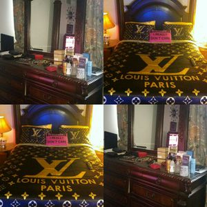 QUEEN BED CANOPY & DRESSER+MIRROR FOSTER(Agency) for Sale in Takoma Park, MD