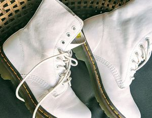 Dr. Martens - Beautiful White boots - size 7 for Sale in Salt Lake City, UT