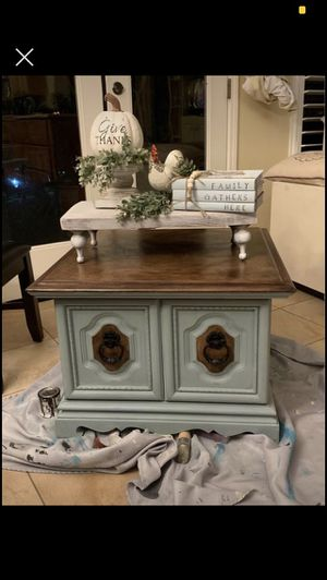 Side table for Sale in Reedley, CA