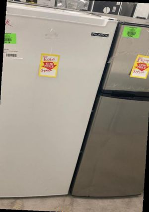 Thomson UpRight Deep Freezer tfrf690 UpRight 7MI for Sale in Fontana, CA
