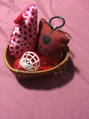 New Basket Filled With New Kitty Toys $1.00 for Sale in Kent, WA