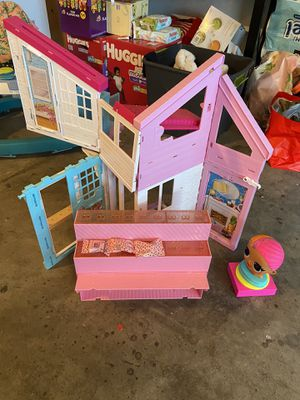 Barbie house and lol doll stand for Sale in Fairfield, CA