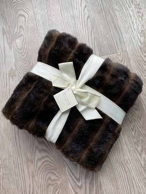 "New Pottery barn canneled Faux fur throw jété 50"" x 60"" plush blanket for Sale in New York, NY"