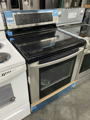 LG 30 in 6.3 cu ft Eletric range in stainless steel for Sale in Ontario, CA