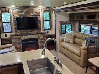 2018 Forest River To Salem Hemispheres Glx 326L for Sale in Riverview,  FL