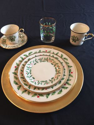 Lenox Christmas China 35year collection 15 5 piece place settings plus more for Sale in Pomona, CA