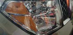 2007 nissan pathfinder use headlight for Sale in Kissimmee, FL