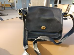 Classic Coach bag, BLK leather. Shoulder for Sale in YPG, AZ