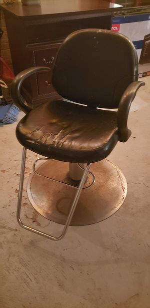 Salon/barber chair for Sale in Tampa, FL